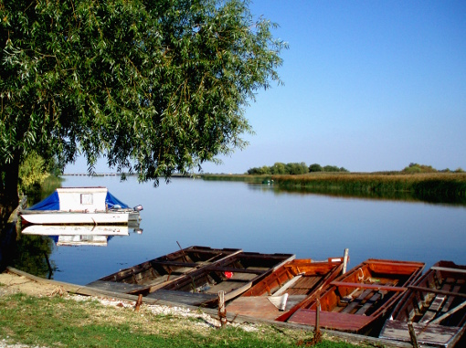boats-on-tisza-final