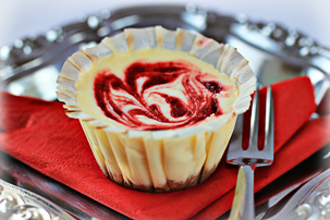 strawberry-swirl-cheesecake-cupcakes-recipe
