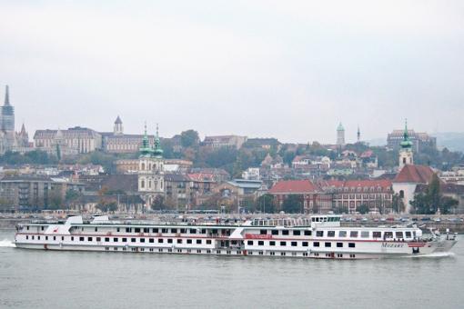 budapest-boat-on-danube