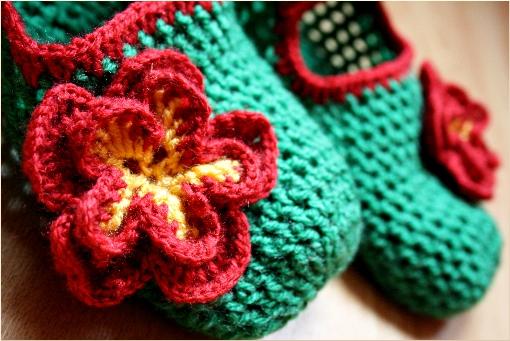 http://zoomyummy.com/wp-content/uploads/2010/02/crochet-flower-detail-i.jpg