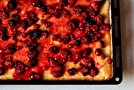fruit squares with cream cheese filling recipe with step by step pictures, scatter the berries over the top