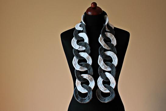 crochet ring scarf pattern by zoomyummy.com