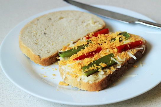 crispy chili pepper grilled cheese sandwich recipe with step by step pictures, add the tortilla chips crumbs