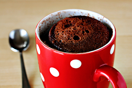 http://zoomyummy.com/wp-content/uploads/2011/11/5-minute-mug-cake-4-with-soft-light4.jpg