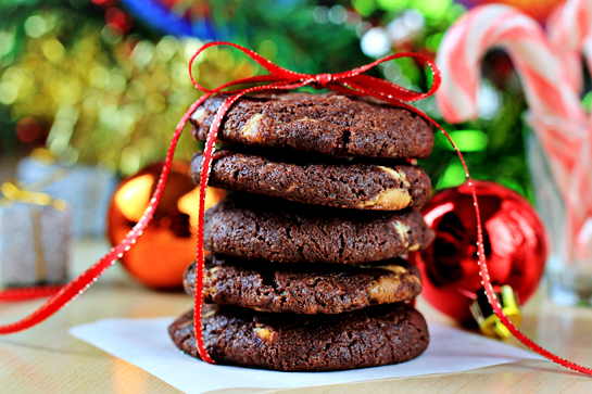 chocolate-cookies-with-nuts-and-white-chocolate-chunks