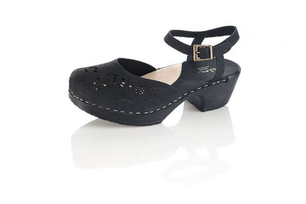 black-clogs