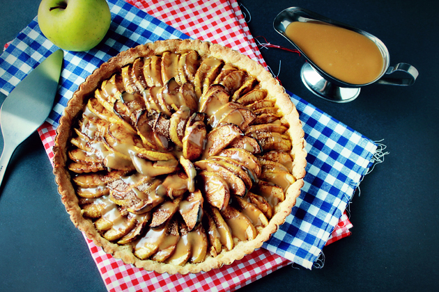 Divine Apple Tart With Caramel Sauce « Recipe « Zoom Yummy ...