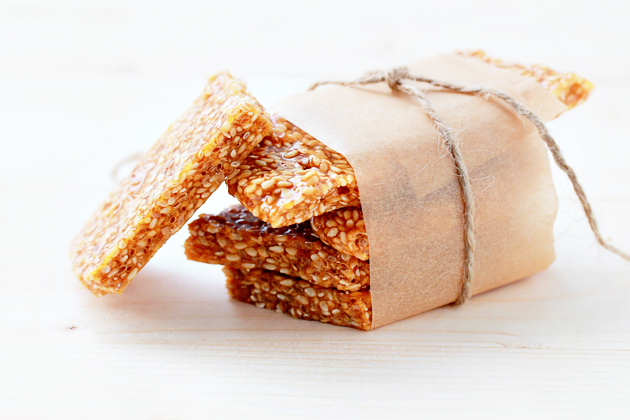 Sesame Brittle « Recipe « Zoom Yummy – Crochet, Food, Photography