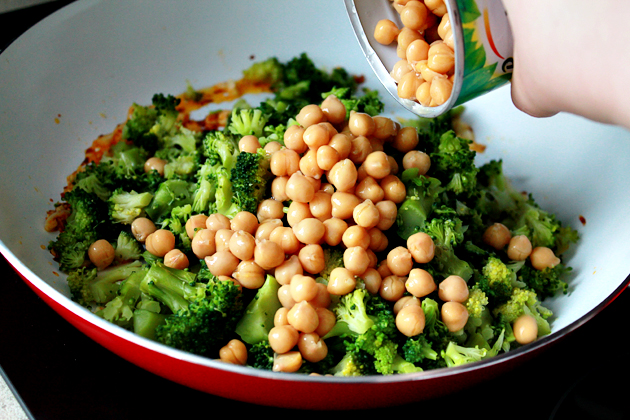 broccoli, chickpeas and garlic whole wheat spaghetti recipe, addig canned chickpeas in a pan