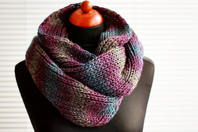 Knitting Pattern For Basic Scarf : Easy Diy Knit Infinity Scarf