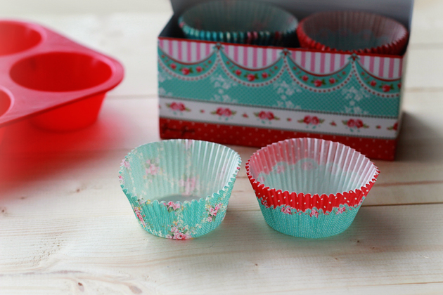 pretty shabby chic cupcake or muffin liners