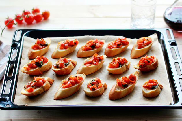 Baked Tomato, Garlic And Basil Bruschetta Bites recipe