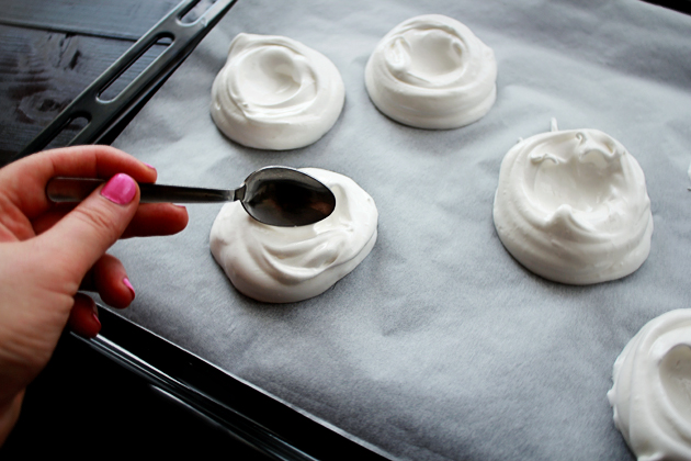 mini pavlovas with cream filling recipe