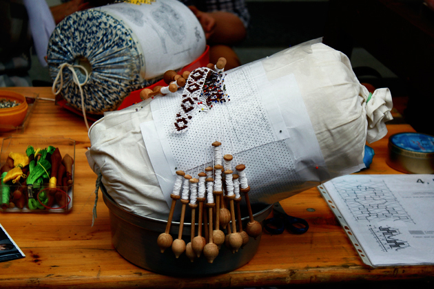 bobbin lace making