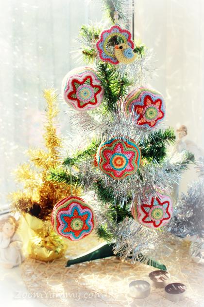 small Christmas tree with crochet Christmas balls