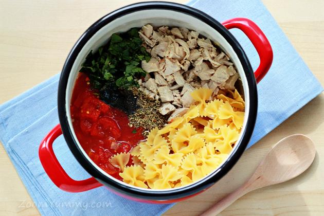 one-pot chicken and tomato pasta