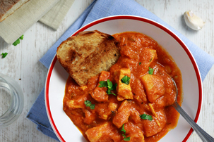 One-Pot Chicken and Potatoes in Tomato Sauce Recipe