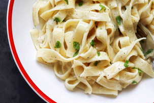 One-Pot Garlic Cheddar Fettuccine Recipe